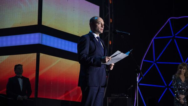 Александр Галушка зачитывает обращение Президента России к Фестивалю Утро Родины. 8 марта 2018
