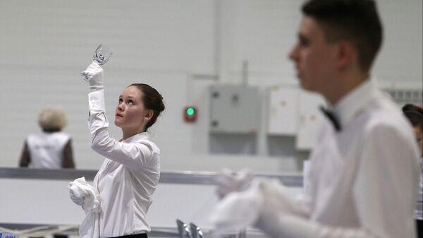 Участники Регионального чемпионата Молодые профессионалы в компетенции Ресторанный сервис по стандартам WorldSkills Russia в Краснодарском крае
