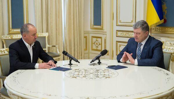 Петр Порошенко во время встречи с главой Службы безопасности Украины Василем Грицаком в Киеве. 9 марта 2018