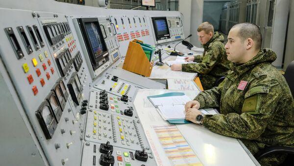 Военнослужащие во время боевого дежурства. Архивное фото
