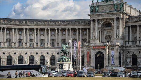 Зимняя резиденция австрийских Габсбургов и основное местопребывание императорского двора Хофбург в Вене. Архивное фото