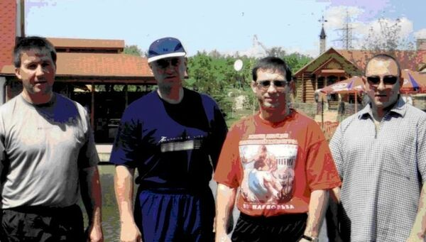 Второй слева - Александр Данильченко, третий слева - Николай Кожухарь