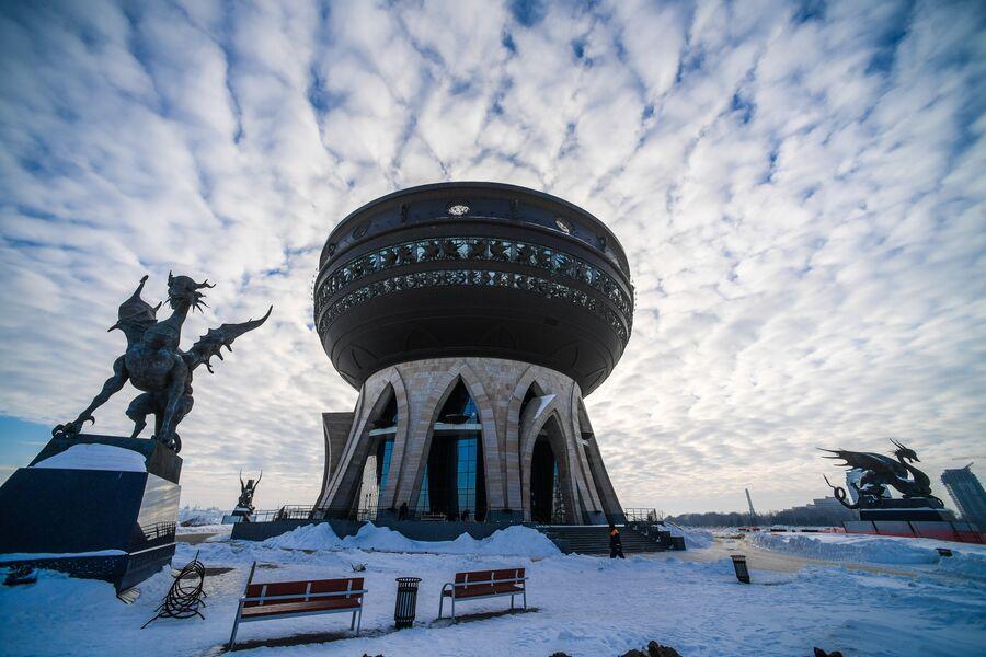 Статуи Зиланта и Центр семьи в Казани