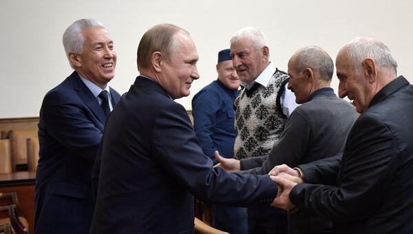 Владимир Путин во время встречи с представителями общественности республики в Махачкале. 13 марта 2018