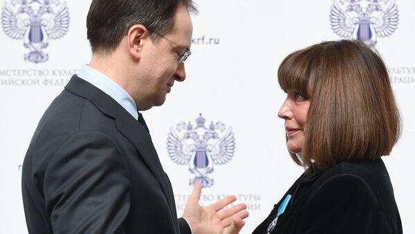 Министр культуры РФ Владимир Мединский и актриса Наталья Варлей, награжденная орденом Почета