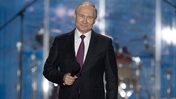 Президент РФ Владимир Путин выступает на концерте-митинге Россия. Севастополь. Крым в Севастополе. 14 марта 2018