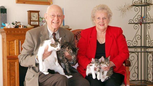 Дуэйн и Ширли Крэмер с CС (слева) и тремя котятами в 2006 году