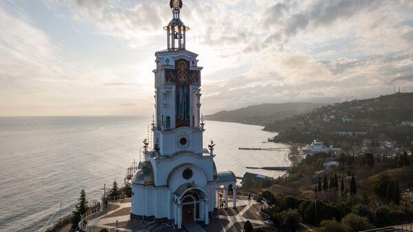 Вид на храм-маяк Святого Николая Чудотворца в Крыму. Архивное фото