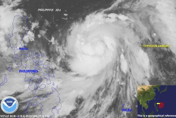 Тайфун Чанми (по-корейски роза) над Тихим океаном