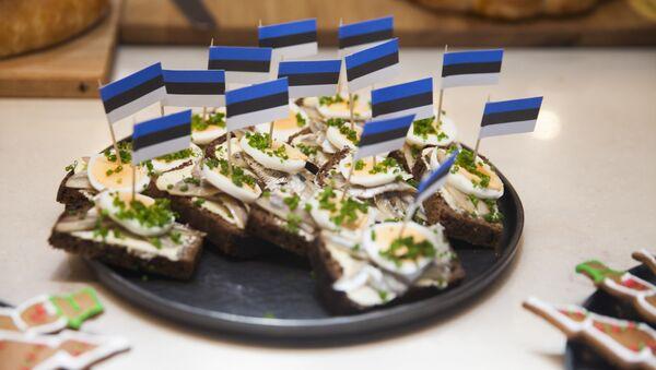 Гастрономический символ Эстонии - таллинский бутерброды с пряной балтийской килькой