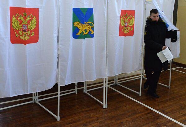 Голосование на выборах президента Российской Федерации на избирательном участке во Владивостоке