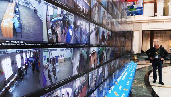 Трансляция голосования избирателей на выборах президента РФ в информационном центре Центральной избирательной комиссии РФ. 18 марта 2018