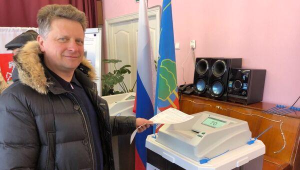 Глава Минтранса Максим Соколов на выборах президента Российской Федерации на избирательном участке. 18 марта 2018