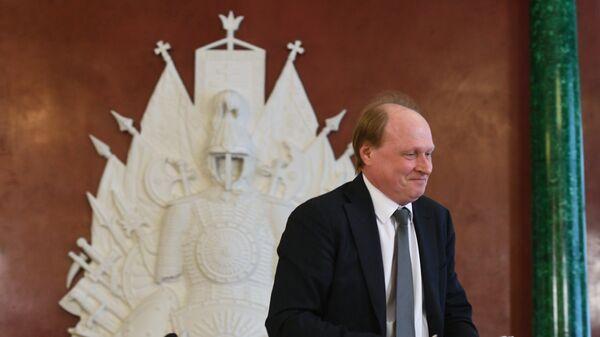 Советник президента РФ по культуре Владимир Толстой во время оглашения имён лауреатов премии в области литературы и искусства в Москве