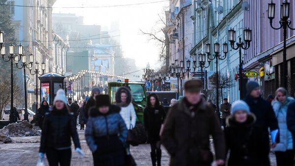 Прохожие в центре Нижнего Новгорода