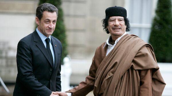 Николя Саркози и Муаммар Каддафи. Архивное фото