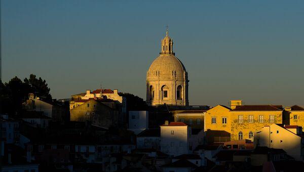 Вид на Лиссабон со смотровой площадки Санта Лючия
