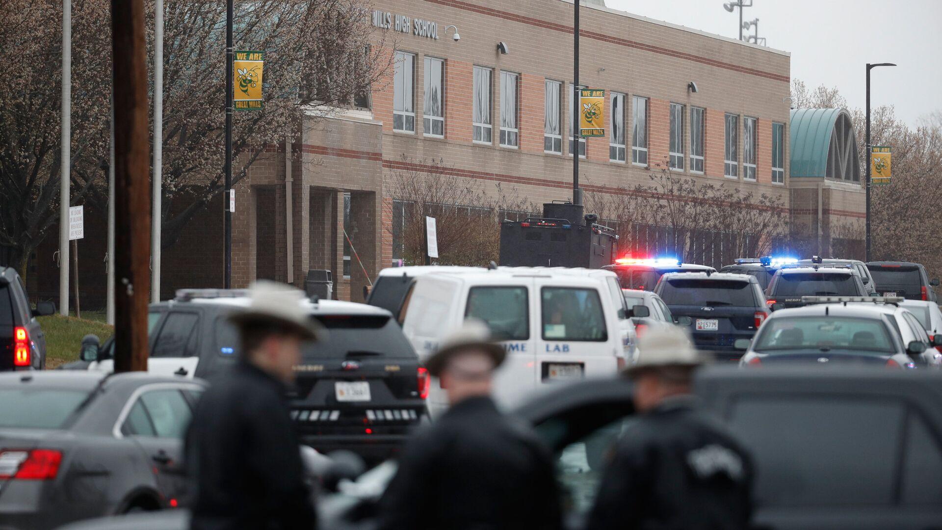 Полиция на месте стрельбы в школе Грейт-Миллс в американском штате Мэриленд. 20 марта 2018 - РИА Новости, 1920, 05.09.2020