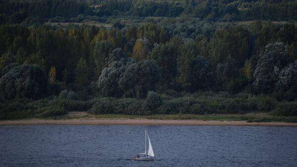 Яхта на Волге