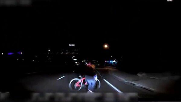 Кадр из видео ДТП с участием беспилотного автомобиля Uber в американском городе Темпе