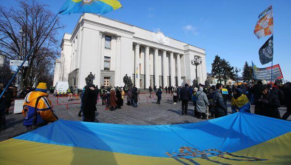 Участники акции у здания Верховной рады в Киеве. 22 марта 2018