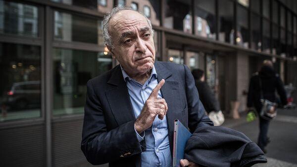 Франко-ливанский бизнесмен Зиад Такиеддин перед в полицейским офисом по борьбе с коррупцией в Нантере. Архивное фото