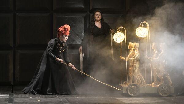 Анна Нетребко в опере Макбет. Архивное фото