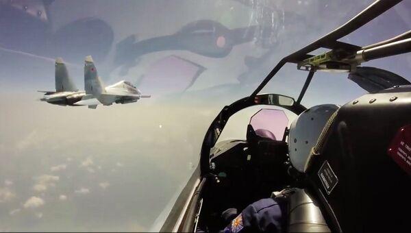 Истребители Су-35С во время перелета из пункта постоянной дислокации в Хабаровском крае на военный аэродром Буревестник на острове Итуруп