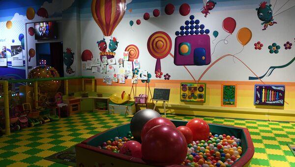 Зал детских аттракционов в одном из торговых центров в Москве. Архивное фото