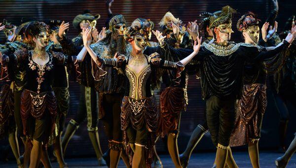 Артисты Санкт-Петербургского государственного академического театра балета Бориса Эйфмана в сцене из балета Анна Каренина. Архивное фото
