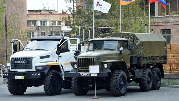 Российские грузовые автомобили повышенной проходимости Урал Next и Урал-4320 6Х6 на международной выставке вооружения и оборонных технологий ArmHiTec-2018 в Ереване