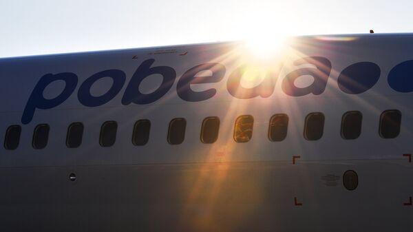 """В Калининграде самолет """"Победы"""" задел крылом трап после посадки"""