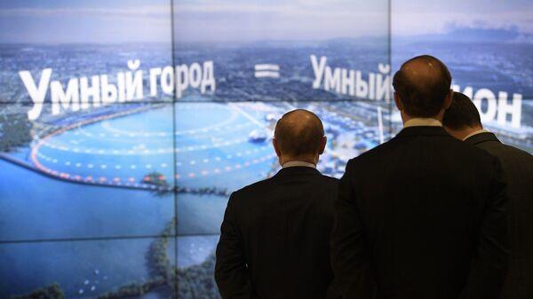 Президент РФ Владимир Путин во время осмотра презентации концепции наследия ЭКСПО-2025 в ходе рабочей поездки в Свердловскую область