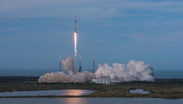 Старт ракеты-носителя Falcon 9 с космодрома на мысе Канаверал, штат Флорида. Архивное фото