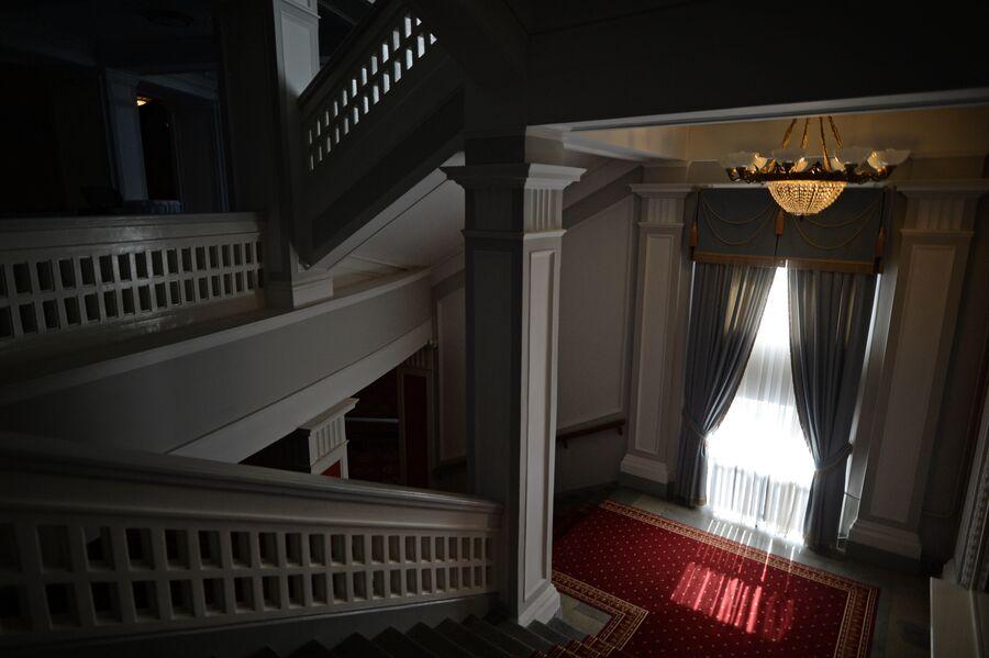 Лестница в Новосибирском оперном театре