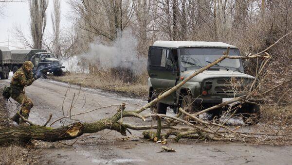 Военнослужащий разведывательного подразделения Народной милиции ЛНР на учениях в Луганской области. Архивное фото