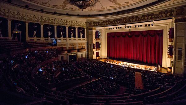 Перед началом представления в главном зале Новосибирского оперного театра. Архивное фото