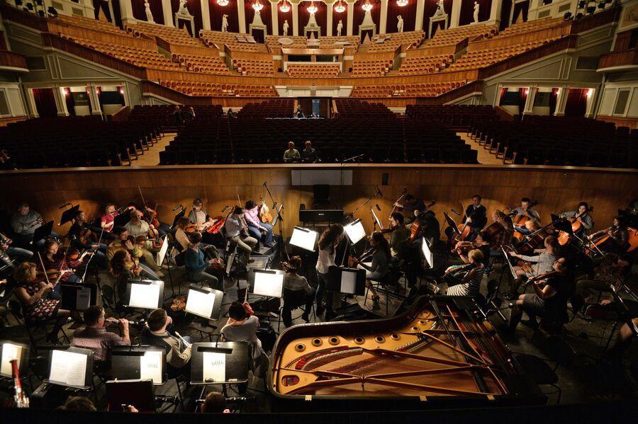 Оркестр перед началом представления в Новосибирском оперном театре