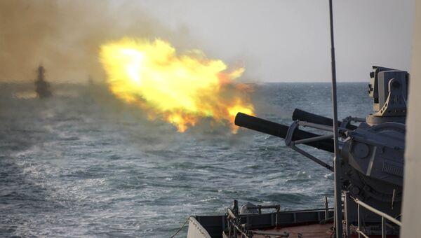 Учебные стрельбы из зенитного ракетно-артиллерийского комплекса Палаш во время учений корабельных группировок Каспийской флотилии. Архивное фото