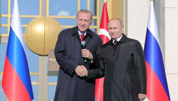 Президент РФ Владимир Путин и президент Турецкой Республики Реджеп Тайип Эрдоган на церемонии запуска строительства первого энергоблока атомной электростанции (АЭС) Аккую в Турции