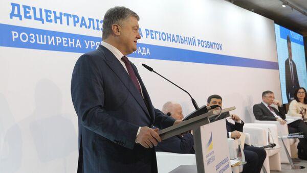 Президент Украины Петр Порошенко во время совещания в Виннице