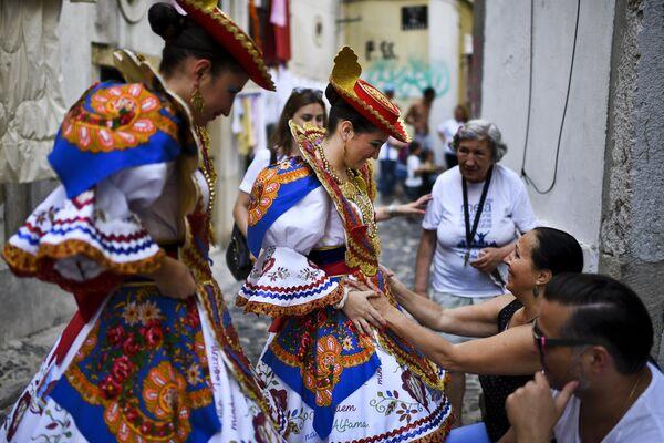 Празднование Дня Святого Антония в Лиссабоне, Португалия