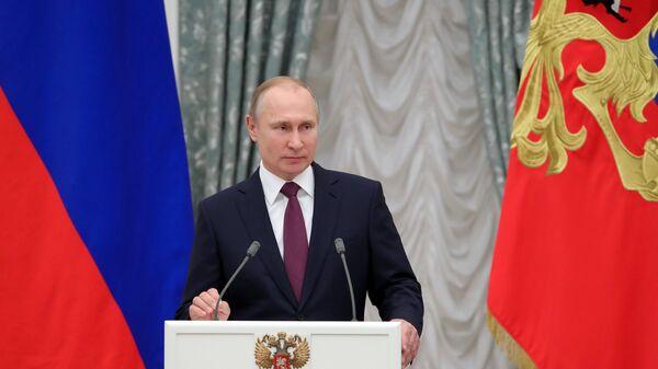 Президент РФ Владимир Путин выступает на церемонии вручения Госпремий