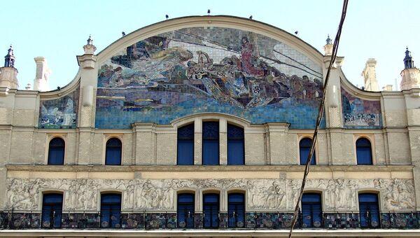 Панно М. А. Врубеля Принцесса Грёза на фасаде гостинцы Метрополь, Москва
