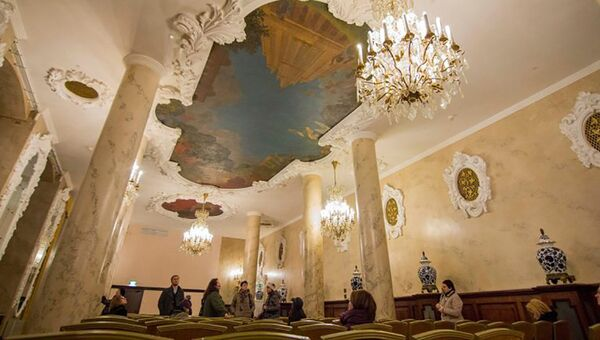 Интерьер гостиницы Hilton Moscow Leningradskaya Hotel у Комсомольской площади в Москве