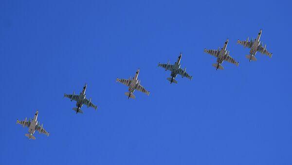 Штурмовики Су-25 во время репетиции воздушной части парада Победы