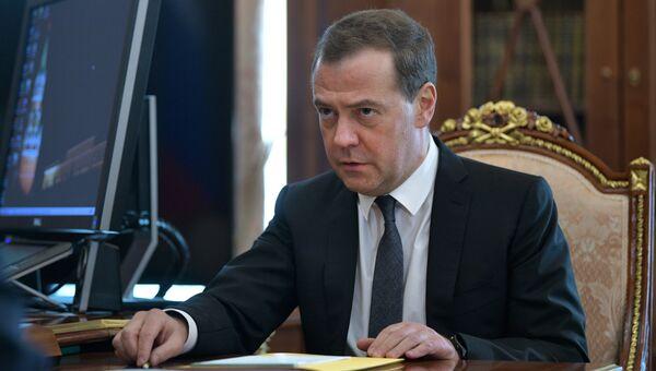 Председатель правительства РФ Дмитрий Медведев во время встречи с президентом РФ Владимиром Путиным. 10 апреля 2018