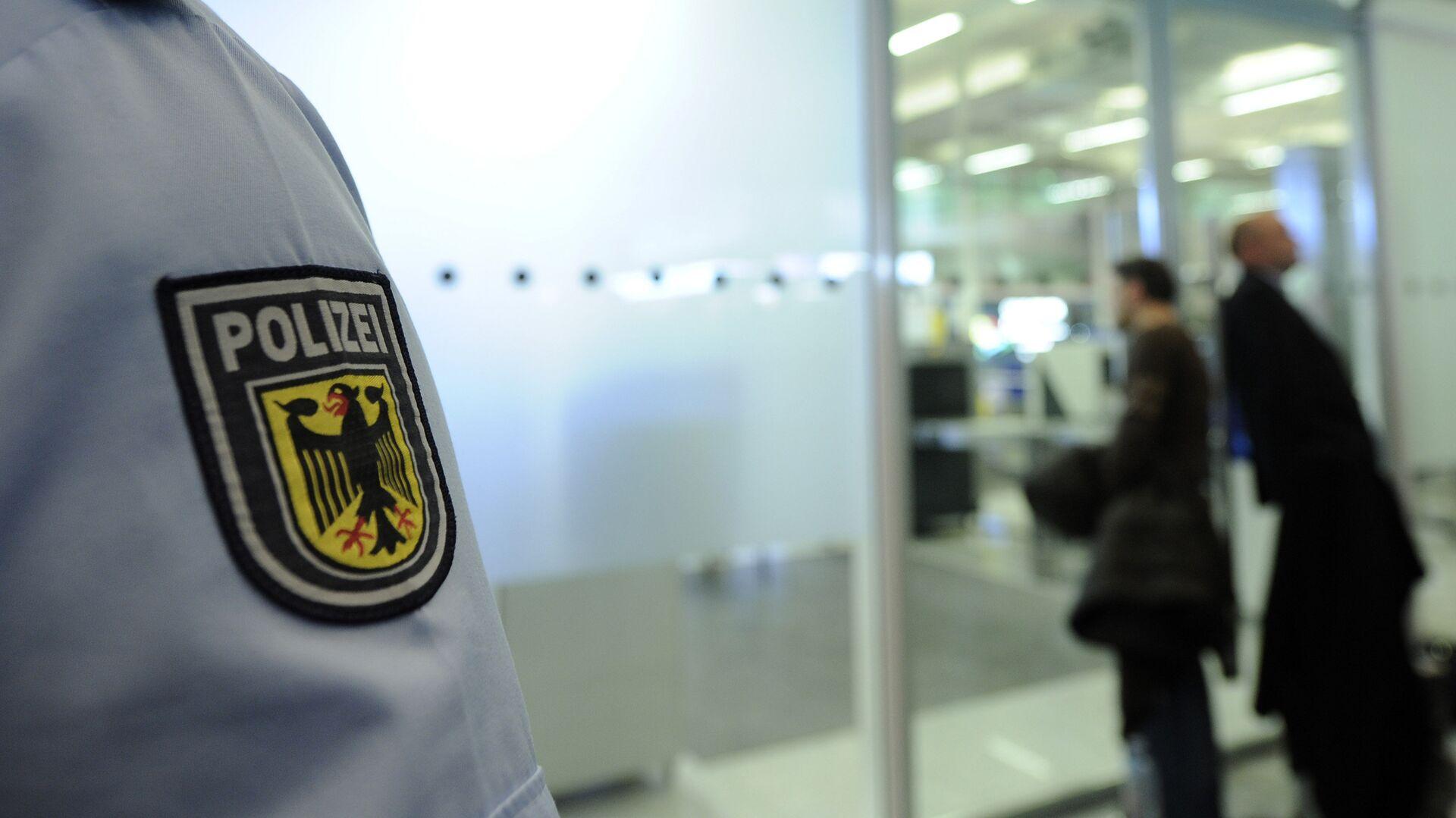 Сотрудник полиции в аэропорту Мюнхена, Германия - РИА Новости, 1920, 04.08.2020
