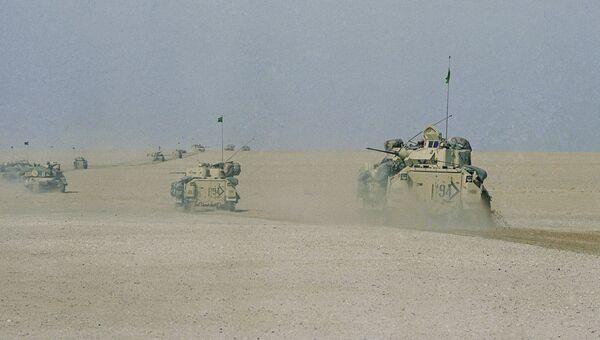 Гусеничные платформы Брэдли армии США во время операции Буря в пустыне. 18 января 1991