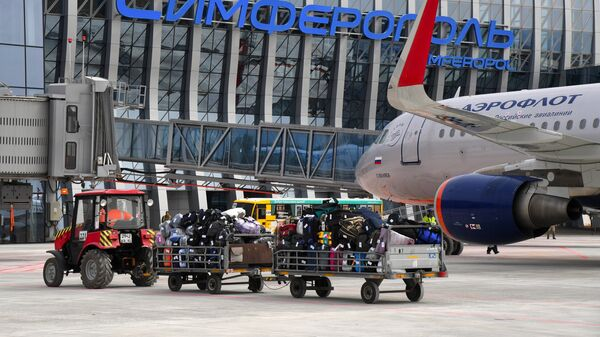 Самолет авиакомпании Аэрофлот у нового терминала Крымская волна международного аэропорта Симферополь. Архивное фото